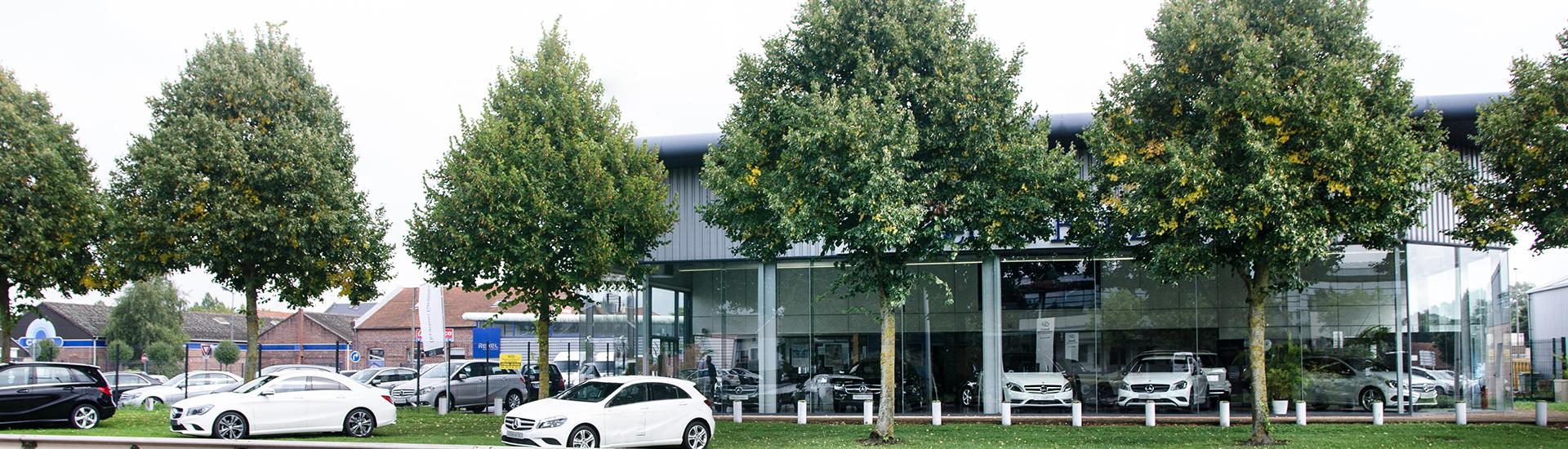 Facade de la concession SAGA Mercedes-Benz à Cambrai (59).