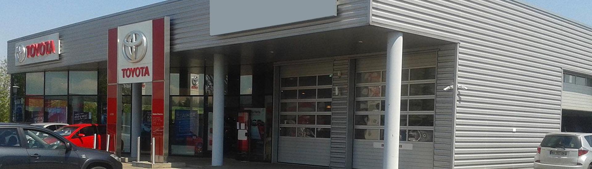 Facade de la concession TOYOTA Toys Motors à Sarrebourg en Moselle.